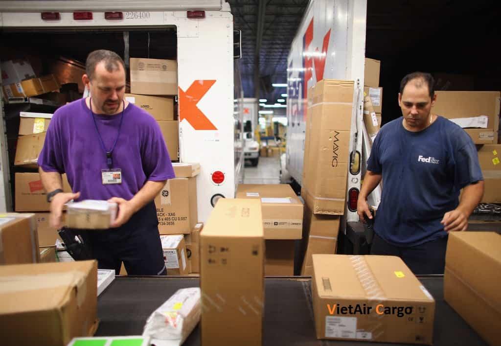 nhung-cau-hoi-thuong-gap-khi-su-dung-dich-vu-gui-hang-di-my Những câu hỏi thường gặp dịch vụ gửi hàng đi Mỹ của VietAir Cargo