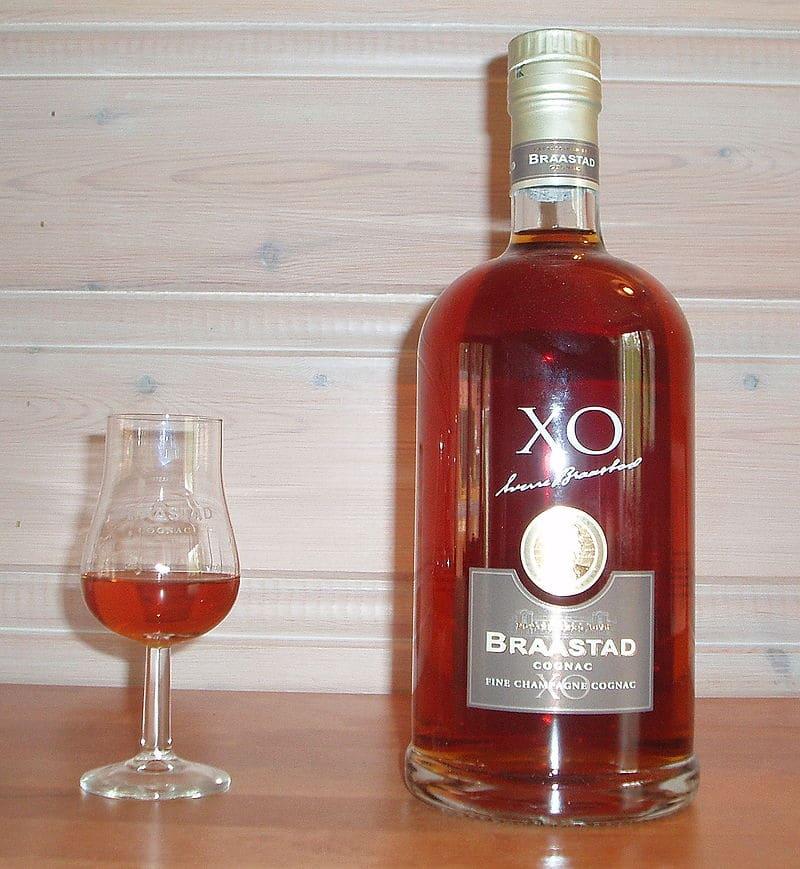 nhan-mua-ruou-cognac rượu cognac Có thể bạn chưa biết về rượu cognac. Cách mua rượu Cognac giá rẻ nhan mua ruou cognac