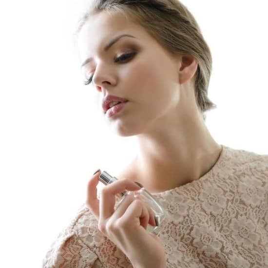 nước-hoa-armani-18.5 Bí mật của nước hoa armani nữ khiến phái đẹp mê mẩn